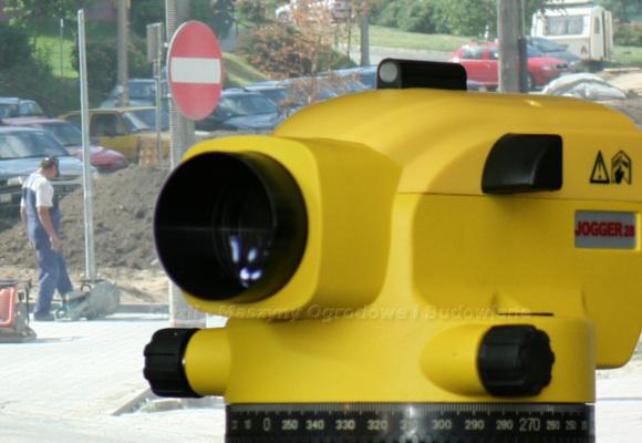 Narzędzia do polbruku. Tutaj niwelator optyczny Leica Jogger 28