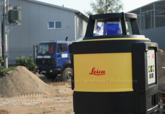 Przygotowanie terenu podpolbruk. Tutaj niwelator laserowy Leica.